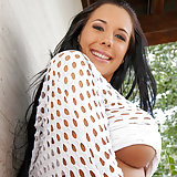Kyra Hot wiggles and jiggles her magnificent ra...