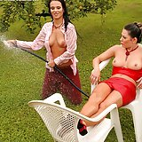 Babes get naked and spray each other with the hose outside