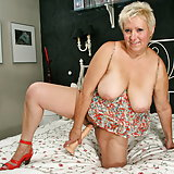 Chubby mature lady feeling a bit naughty