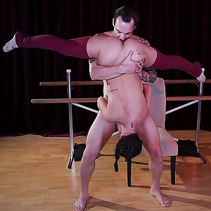 Flexible latina chick Alina Lopez
