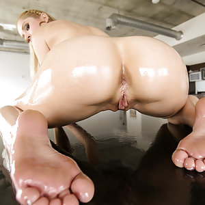Hot exotic blonde Goldie gets fucked hard