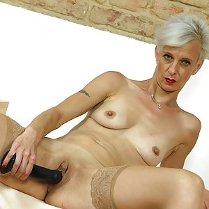 Slim-body cougar Espoir is hungry for penetration