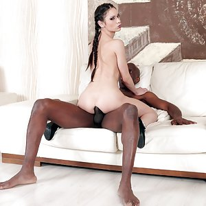 Arwen Gold goes interracial