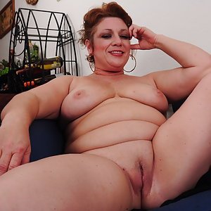 Chubby American mature lady getting wet and wild