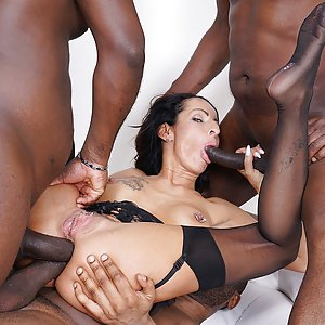 Valentina Sierra double anal interracial gangbang