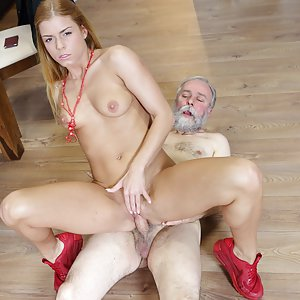 Old man pays a hot delivery girl Chrissy Fox with sperm