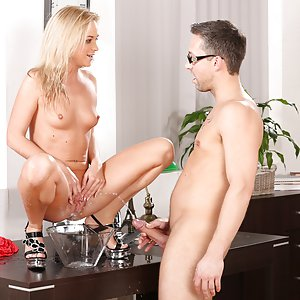 Blonde Vinna Reed gets showered in golden pee
