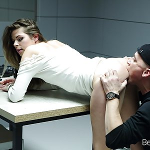 Smart Security Guard Fucked a Hot Beauty Sarah Smith